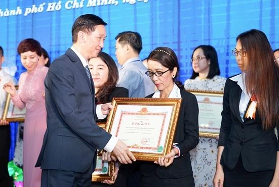 Nhua Long Thanh nhan bang khen thuc hien tot nghia vu thue 2016 hinh anh 1