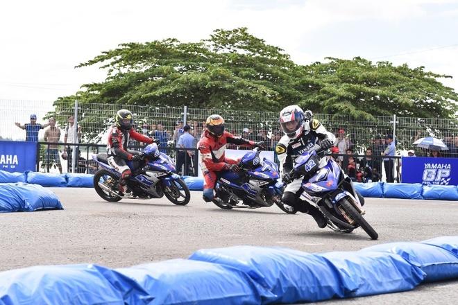 Chang 2 giai dua xe the thao Yamaha GP 2017 sap do bo Da Nang hinh anh