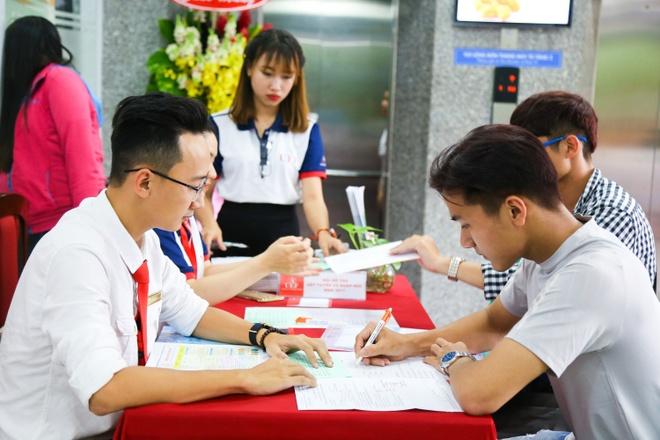 DH Kinh te - Tai chinh TP.HCM anh 3