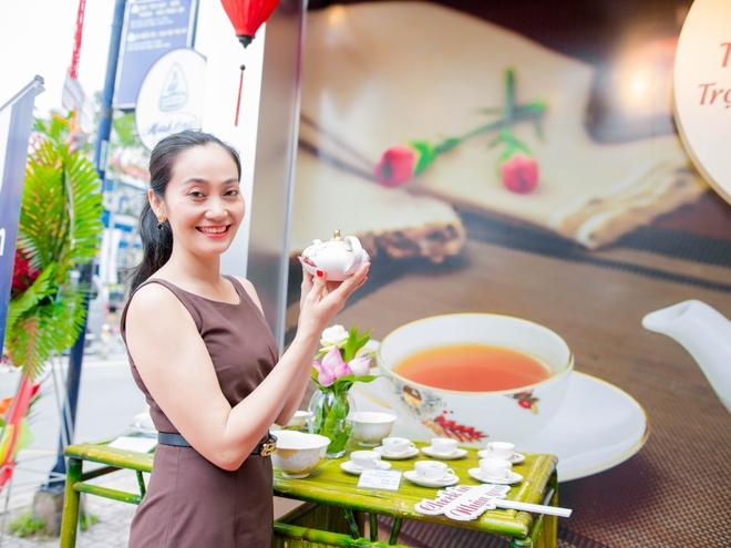 Hoa hau Huong Giang nen na tham gia su kien hinh anh 8