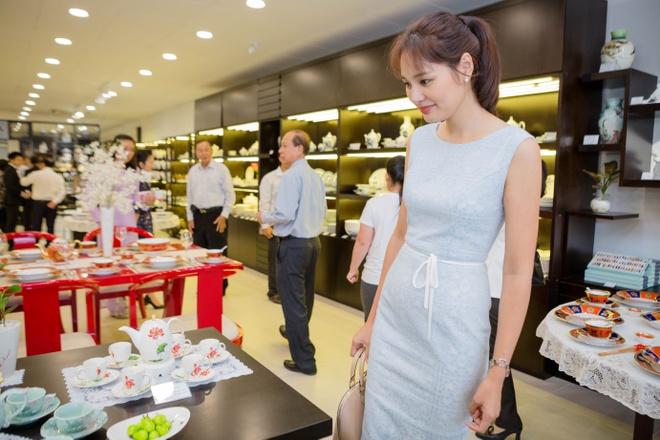Hoa hau Huong Giang nen na tham gia su kien hinh anh 2