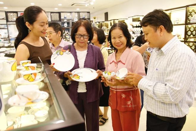 Hoa hau Huong Giang nen na tham gia su kien hinh anh 7