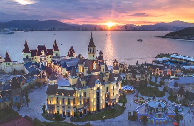 Den Nha Trang trai nghiem 'Disneyland phien ban Viet' hinh anh