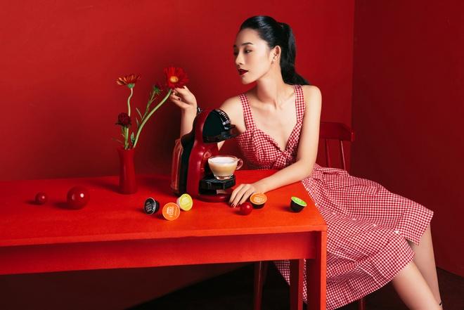 Dzung Yoko va 'nang tho' trong sac do cherry hinh anh