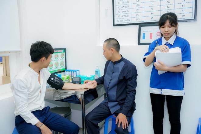 Cong ty nhua Long Thanh to chuc cham soc suc khoe cho nhan vien hinh anh