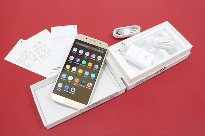 Samsung Galaxy A7 2017 chinh hang troi bao hanh gia 6,5 trieu dong hinh anh 1