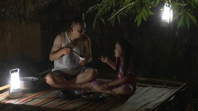 'Bo oi! Minh di dau the' mua 4: Con trai Hong Phuc nuc no vi cha mang hinh anh 2