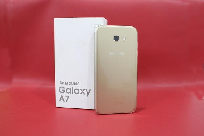 Samsung Galaxy A7 2017 chinh hang troi bao hanh gia 6,5 trieu dong hinh anh 2