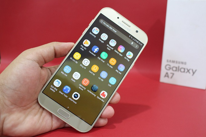 Samsung Galaxy A7 2017 chinh hang troi bao hanh gia 6,5 trieu dong hinh anh