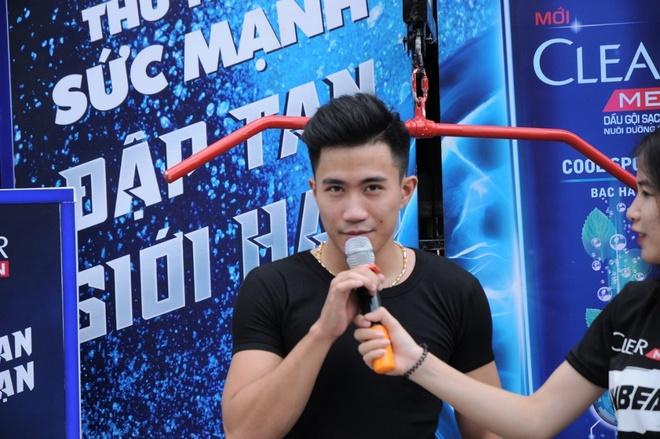 Phai manh chinh phuc thu thach keo ta, leo nui giua pho hinh anh 3