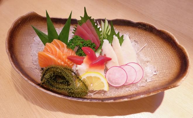 Thuong thuc sashimi, sushi tuoi ngon danh bat tu vung bien Nhat Ban hinh anh