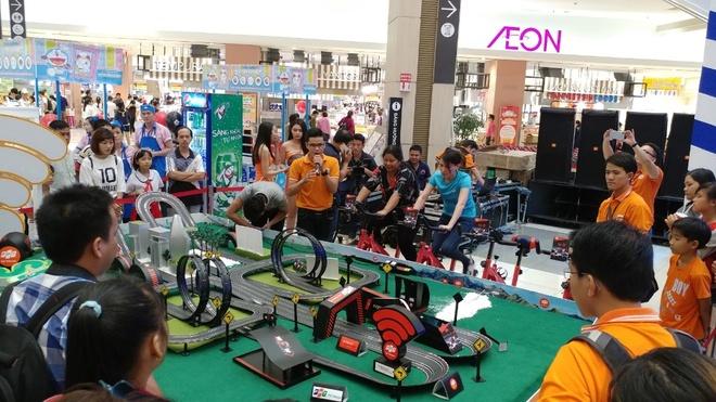 Will 365, Trinh Thang Binh hao hung cung fan trai nghiem dua xe toc do hinh anh 1