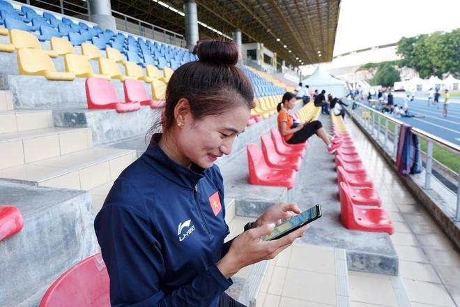 Nguyen Thi Oanh: 'Duoc dong vien, toi thay nhu thi dau tren san nha' hinh anh 2