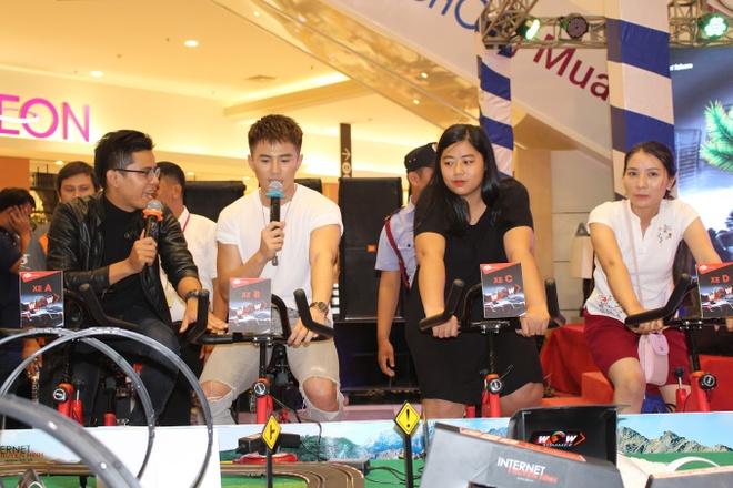 Will 365, Trinh Thang Binh hao hung cung fan trai nghiem dua xe toc do hinh anh 2