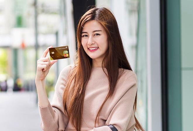 Nhieu uu dai hap dan cho chu the Mastercard cua Vietcombank hinh anh