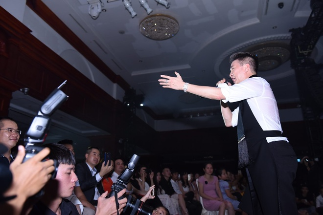 Dam Vinh Hung, Hoai Lam than thiet nhu cha con trong dem nhac o Ha Noi hinh anh 5