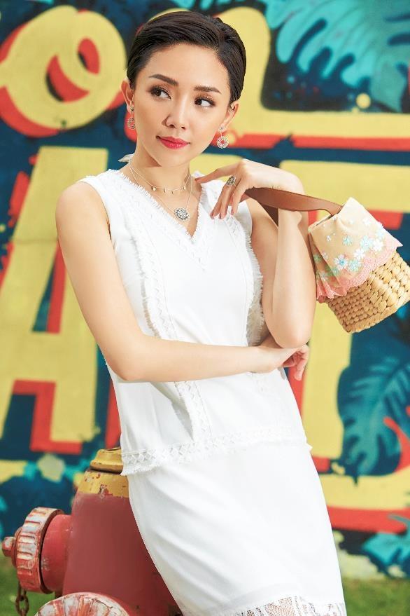 Toc Tien dien trang suc phong cach Bohemian phong khoang hinh anh 2