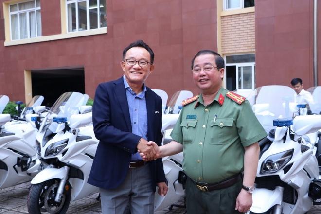 Bo Cong an trang bi them 35 moto 1.300 phan khoi hinh anh 2