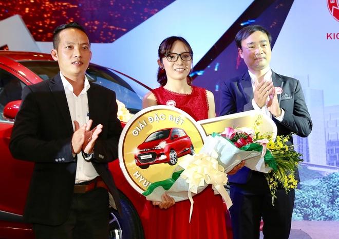 Kichi Kichi trao oto Hyundai Grand i10 cho khach hang may man hinh anh