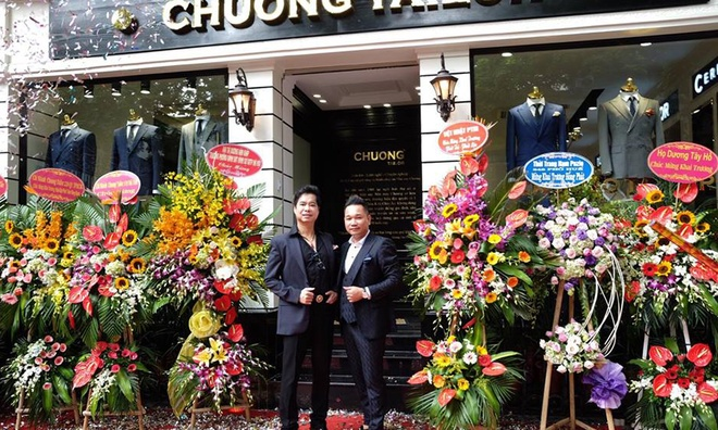 Ngoc Son hat live mung khai truong showroom moi cua Chuong Tailor hinh anh 2