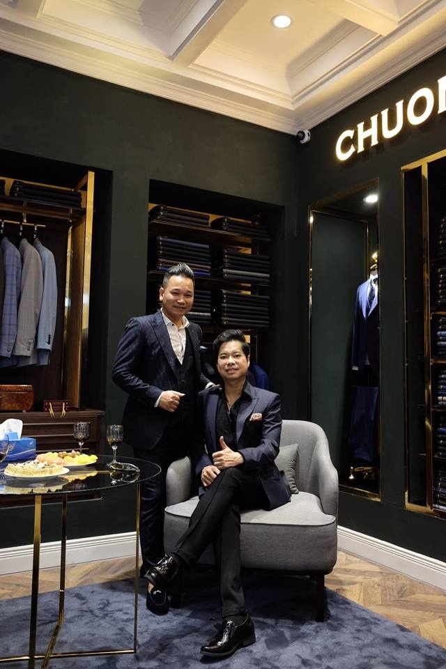 Ngoc Son hat live mung khai truong showroom moi cua Chuong Tailor hinh anh 4