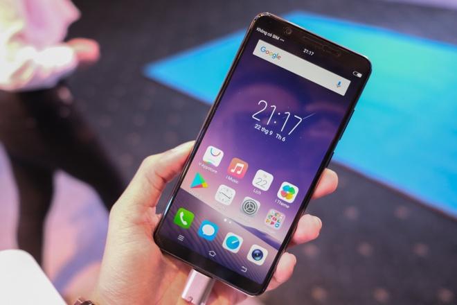 Vivo V7+: Smartphone hien thi tran man hinh gia 8 trieu dong hinh anh 1