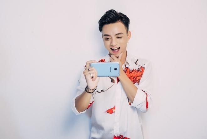 Hoc cach selfie hut like cua Min, Isaac, Soobin hinh anh 2