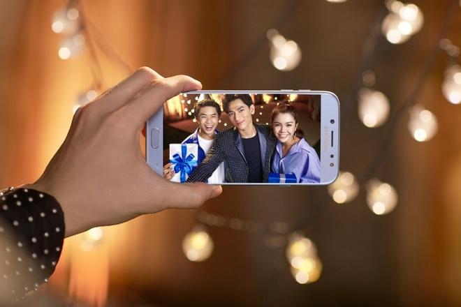 Hoc cach selfie hut like cua Min, Isaac, Soobin hinh anh 4