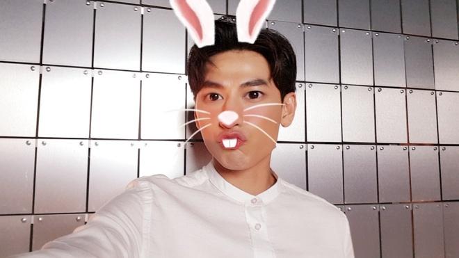 Hoc cach selfie hut like cua Min, Isaac, Soobin hinh anh 6