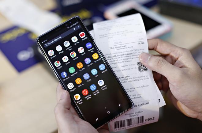 Xep hang giua dem cho mua Galaxy Note 8 tai Viet Nam hinh anh