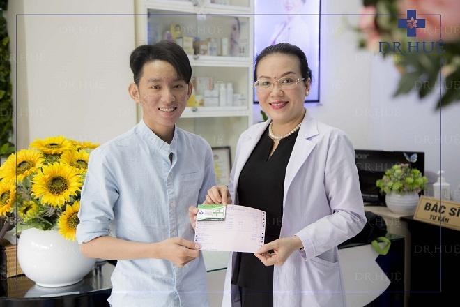 Dr. Hue giup nhieu sinh vien thoat khoi noi lo ve mun hinh anh 1
