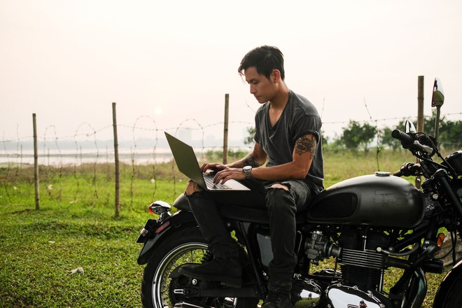 Bo anh an tuong cua hai biker nhan nhieu loi khen tu cong dong mang hinh anh 1