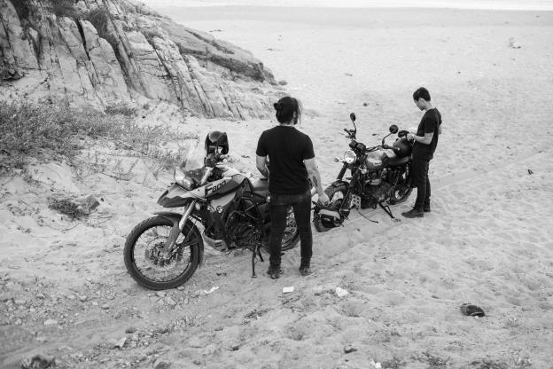 Bo anh an tuong cua hai biker nhan nhieu loi khen tu cong dong mang hinh anh 6
