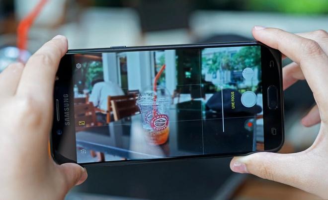 Samsung Galaxy J7+ anh 6