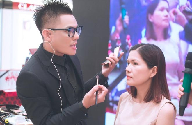 Estee Lauder cung make up Phuc Nghia mach ban gai meo lam dep hinh anh 1