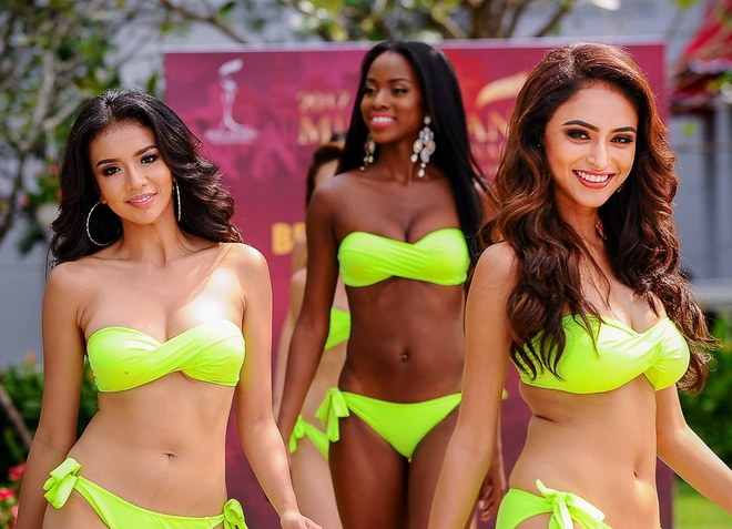 Huyen My dien bikini do dang voi dan thi sinh Miss Grand International hinh anh
