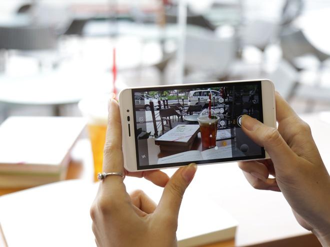 Chon smartphone nao trong tam gia 2 trieu dong? hinh anh
