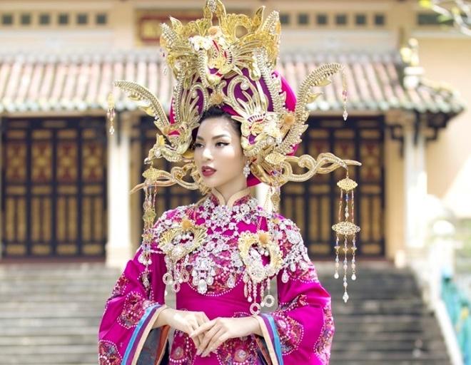 Ngam thiet ke dam van hoa cung dinh Hue trong BST 'Ngoc vien dong' hinh anh