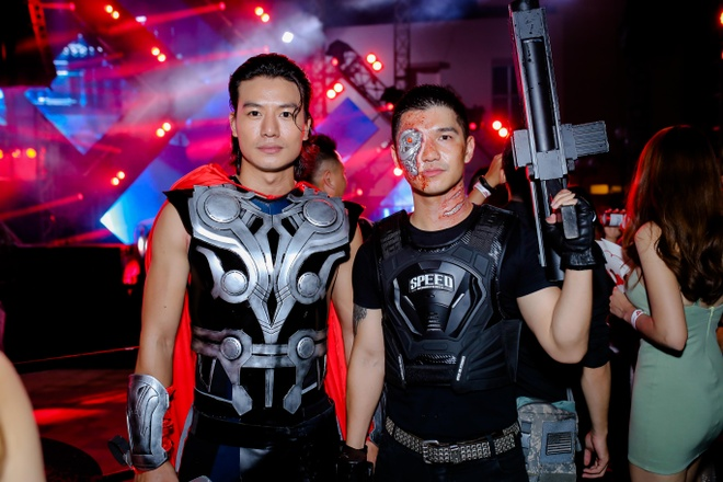 Son Tung M-TP, Toc Tien chay het minh trong dem tiec Halloween hinh anh 8