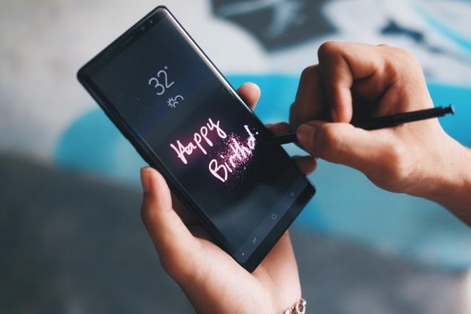 Galaxy Note 8 lam thay doi thi truong di dong cao cap ra sao? hinh anh