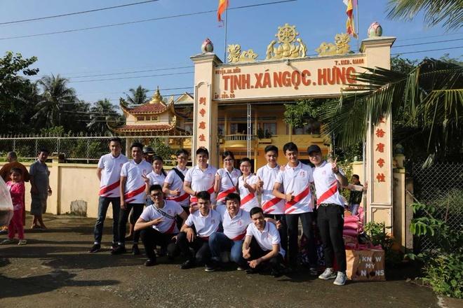 Hanh trinh thien nguyen ve mien Tay cua Viet Hung Phat, Ao dai ABC hinh anh 3