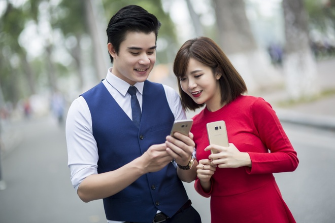MobiFone dung iPhone X loi keo nguoi dung nap tien dien thoai hinh anh