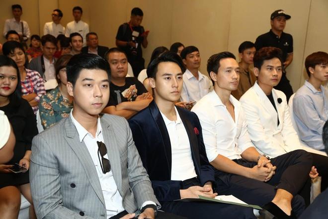 Rocker Nguyen, Hong Anh chay bo gay quy cho tre benh tim hinh anh 1