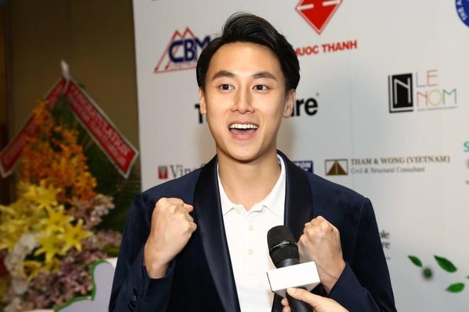 Rocker Nguyen, Hong Anh chay bo gay quy cho tre benh tim hinh anh