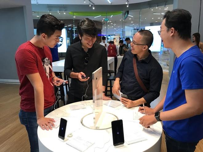 iPhone 8, 8 Plus chinh thuc mo ban tai Vstore (Vien Thong A) hinh anh 3