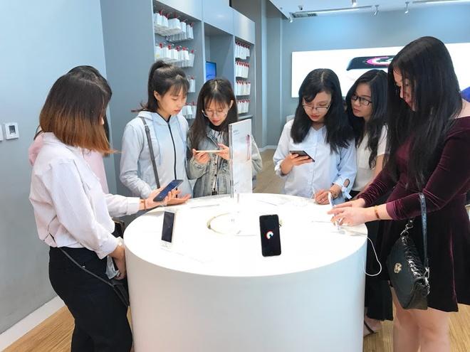 iPhone 8, 8 Plus chinh thuc mo ban tai Vstore (Vien Thong A) hinh anh 2