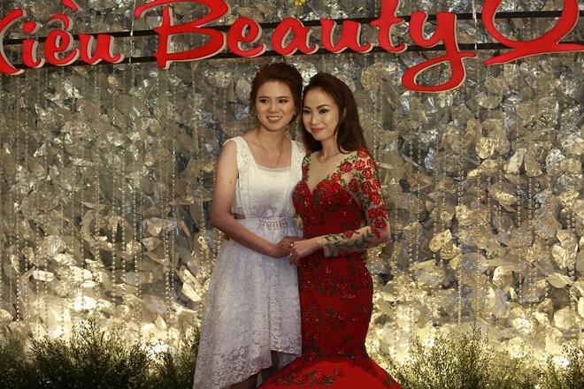 Kieu Beauty Queen to chuc thanh cong le tri an khach hang hinh anh 9