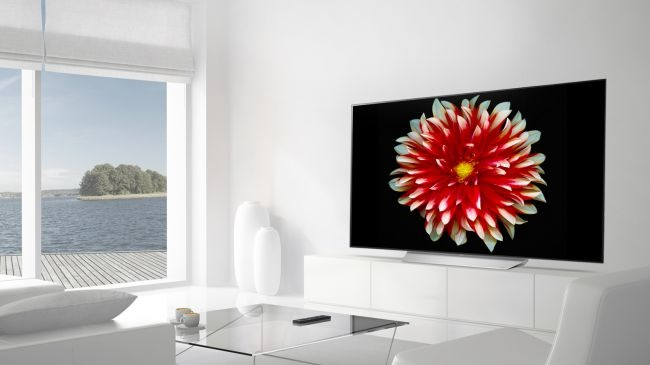 Gia TV OLED 2017 tuong duong voi TV LED hinh anh