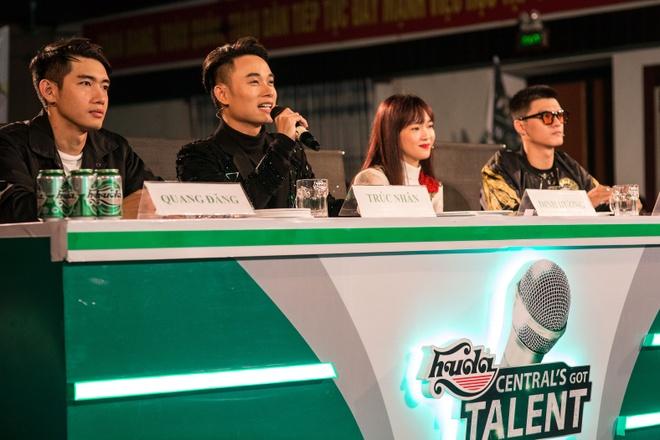 Hot girl doi Truc Nhan gianh quan quan Huda Central's Got Talent 2017 hinh anh 1