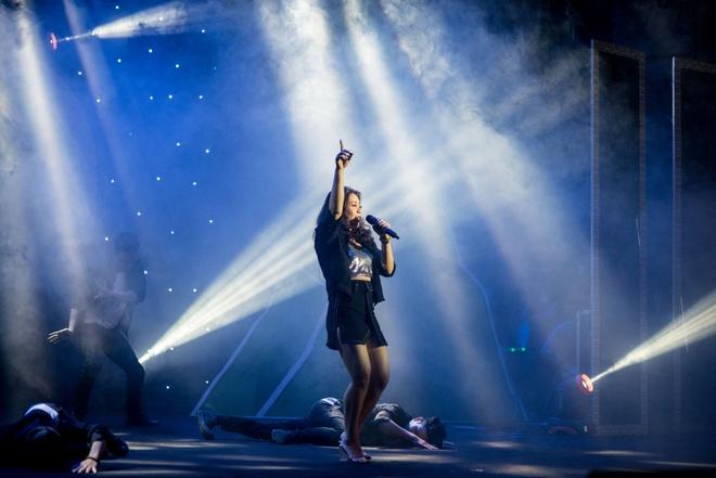 Hot girl doi Truc Nhan gianh quan quan Huda Central's Got Talent 2017 hinh anh 7